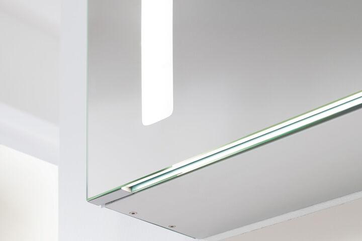 spiegelschr nke mit unterschiedlichen funktionen. Black Bedroom Furniture Sets. Home Design Ideas